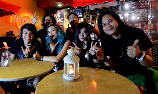 Các thành viên ban nhạc Sweet Nightmare đến từ Indonesia.