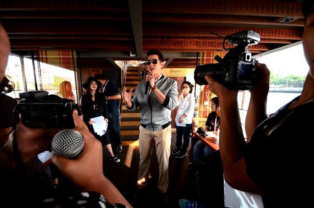 Mario Maurer đang tham gia giao lưu cùng cùng người hâm mộ đến từ Việt Nam, Philippines, Indonesia.