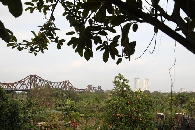 Cầu Long Biên được xây dựng năm 1899 bởi nhà thầu Daydé & Pillé (Pháp), tới năm 1902 thì hoàn thành, bắc qua sông Hồng nối quận Long Biên với trung tâm Hà Nội.