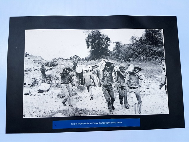 Bộ đội Trung đoàn 977 tham gia công trình đại thủy nông Phú Ninh