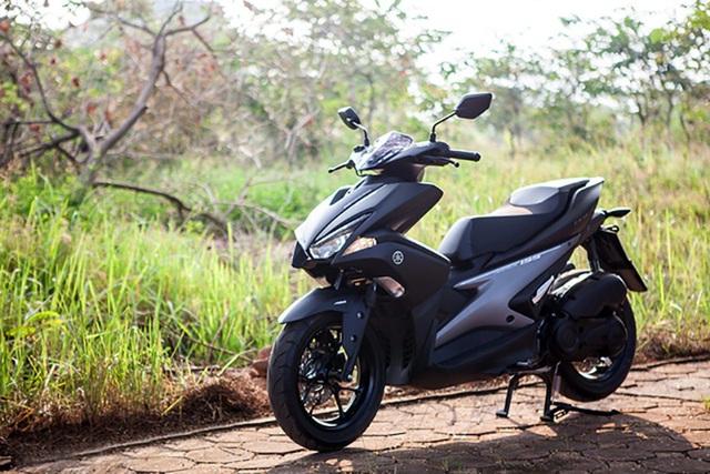 Yamaha NVX 125 có thiết kế thể thao, động cơ cũng có khả năng ngắt tạm thời, đèn pha Led, chìa khóa thông minh có tính năng hỗ trợ tìm vị trí... (phiên bản này không có phanh ABS). Xe hiện có giá bán xuất xưởng 40,9 triệu đồng