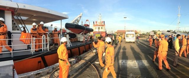 Cầu tàu Trung tâm 3 đón nhận thi thể thuyền viên Ninh Văn Quỳnh.