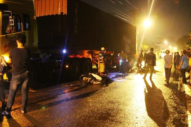 Hiện trường vụ TNGT khiến người đàn ông tử vong trong cơn mưa trái mùa tối ngày 1/4