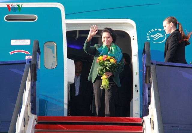 Kiều bào chào đón Chủ tịch Quốc hội Nguyễn Thị Kim Ngân thăm Hungary - 1