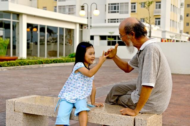Môi trường chung cư hiện đại với nhiều tiện ích, an ninh, yên tĩnh đang trở thành môi trường thích hợp cho người già sinh sống cùng con cháu