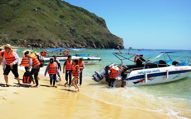 Du khách đến Bình Định tăng đột biến dịp lễ 30/4 và 1/5, khiến những khách sạn ven biển Quy Nhơn cháy phòng dịp lễ này