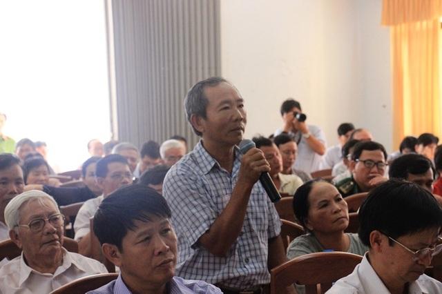 Cử tri phường Ghềnh Ráng, TP Quy Nhơn (tỉnh Bình Định) trình bày tâm tư nguyện vọng tới đoàn đại biểu Quốc hội