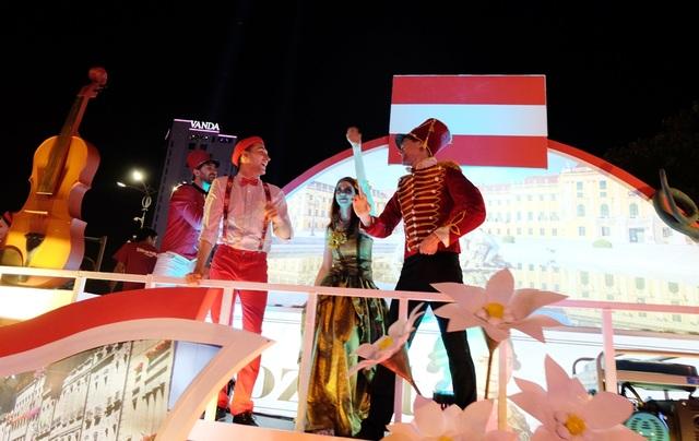 Tưng bừng lễ hội đường phố ở Đà Nẵng - 2