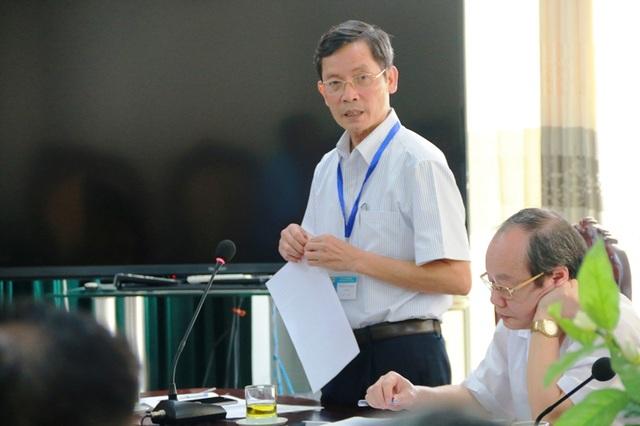 Ông Phạm Văn Hiệp, Giám đốc BVĐK Ninh Bình thông báo với đoàn quan trắc, bệnh viện đã cải tạo xong lò đốt rác thải nguy hại.