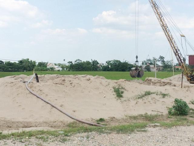 Theo báo cáo cùa Công an huyện Kim Sơn trên địa bàn huyện hiện có 15 bãi cát đang hoạt động. Hạt Quản lý đê Kim Sơn cho biết, hầu hết các bãi đều chưa được cấp phép đúng theo quy định.