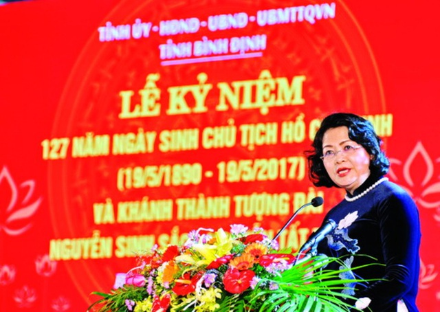 Phó Chủ tịch nước Đặng Thị Ngọc Thịnh phát biểu tại Lễ khánh thành công trình tượng đài Nguyễn Sinh Sắc - Nguyễn Tất Thành (ảnh V. Lưu)