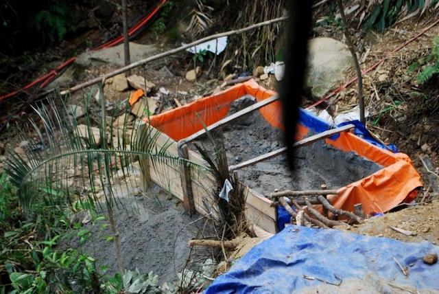Tình trạng khai thác vàng trái phép ở mỏ vàng Bồng Miêu luôn nóng. Mỗi ngày có cả trăm người khai thác ở khu vực Bồng Miêu