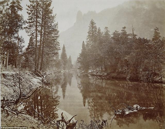 Thung lũng Yosemite ở bang California (Mỹ) năm 1867 được chụp bởi nhiếp ảnh gia người Anh Eadweard Muybridge.