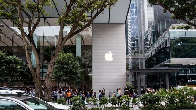 Khung cảnh bên ngoài Apple Store đầu tiên tại Singapore, và cũng là đầu tiên của khu vực Đông Nam Á.