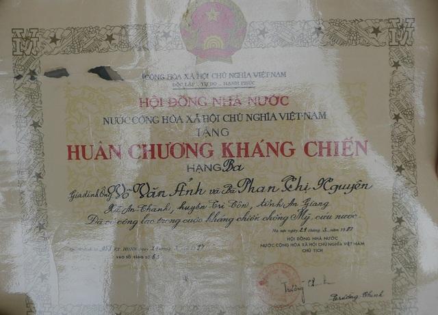 Những bằng Huân, Huy chương, bằng Tổ quốc ghi công đa phần được Chủ tịch Hội đồng Nhà nước ký từ những năm 1975 và những năm 1987