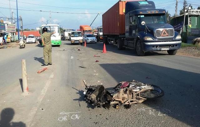 Chiếc xe ben sau khi gây tai nạn ở vòng xoay Mỹ Thủy làm anh Hào tử vong đã bỏ chạy và bị người dân truy đuổi.