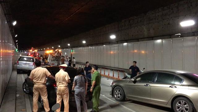 Hiện trường vụ tai nạn do tài xế chạy ngược chiều trong hầm Thủ Thiêm.