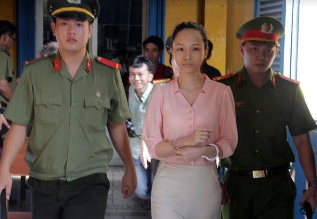 Hoa hậu Phương Nga tại phiên tòa.