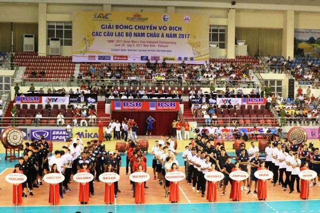 Lễ khai mạc Giải bóng chuyền vô địch các Câu lạc bộ nam châu Á năm 2017 diễn ra tại Ninh Bình tối 28/6.