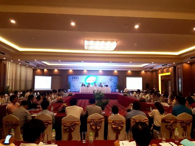 Các đại biểu, doanh nghiệp tham dự hội thảo về phát triển kinh tế tư nhân ngày 28/6 tại Quảng Nam