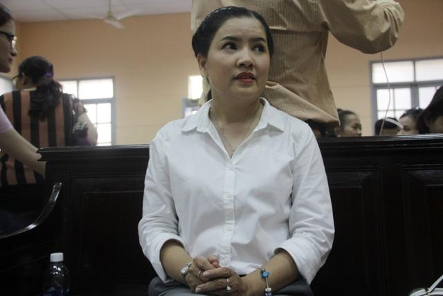 Nghệ sỹ Ngọc Trinh tại phiên tòa.