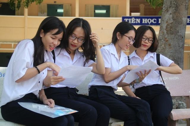 Các thí sinh dự thi THPT quốc gia năm 2017 tại Bình Định (ảnh Doãn Công)