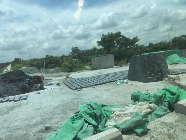 Người dân gần khu vực nhà máy cũng xin tro xỉ để làm gạch không nung