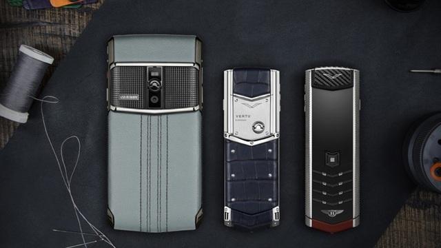 Vertu từng được biết đến với những chiếc điện thoại siêu sang có giá lên tới cả triệu USD, sở hữu thiết kế độc đáo, vật liệu sang trọng, và được gia công hoàn toàn bằng tay.