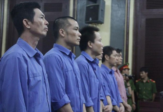Các bị cáo nghe tòa tuyên án.
