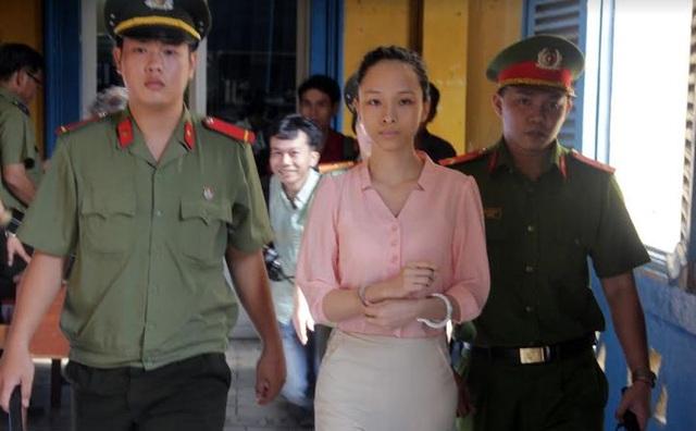Hoa hậu Phương Nga tại phiên tòa xét xử sơ thẩm lần 2 tháng 6/2017.