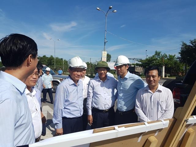 Bộ trưởng Trương Quang Nghĩa khảo sát tuyến QL1A (đường Nguyễn Hoàng) tại TP Tam Kỳ
