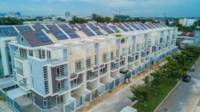 Mỗi căn nhà tại Jamona Golden Silk được trang bị pin năng lượng mặt trời, giúp mỗi hộ gia đình tiết kiệm 10 triệu đồng/năm.