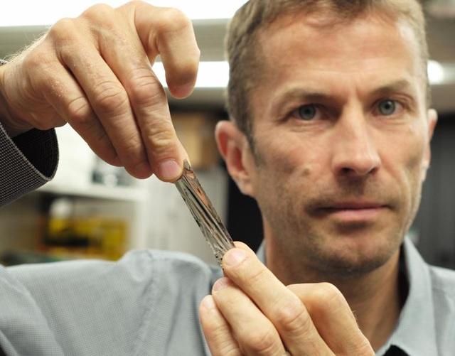 Ít ai ngờ rằng đoạn dây băng Cassette mỏng dính này có thể lưu trữ được hàng trăm TB dữ liệu
