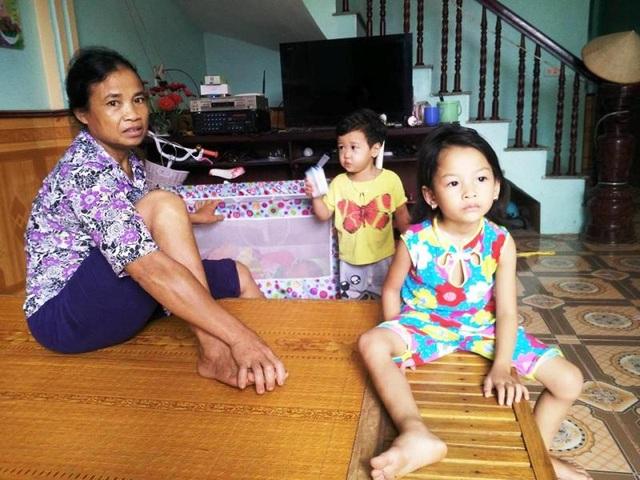 Nhà máy của Công ty Hằng An xả mùi làm đảo lộn cuộc sống của người dân thôn 3, xã Lạc Vân. Nhiều hộ dân phải di chuyển đi nơi khác ở, hộ còn lại phải đóng cửa nhà cả ngày, sức khỏe trẻ con, người già bị đe dọa cách nghiêm trọng.