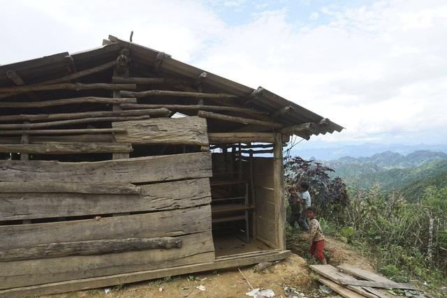 Một điểm trường tại thôn Pắng Sẳng B (Trường tiểu học Chiềng Kheo) xã Chiềng Kheo, huyện Mai Sơn - Sơn La nằm cheo leo bên sườn núi.