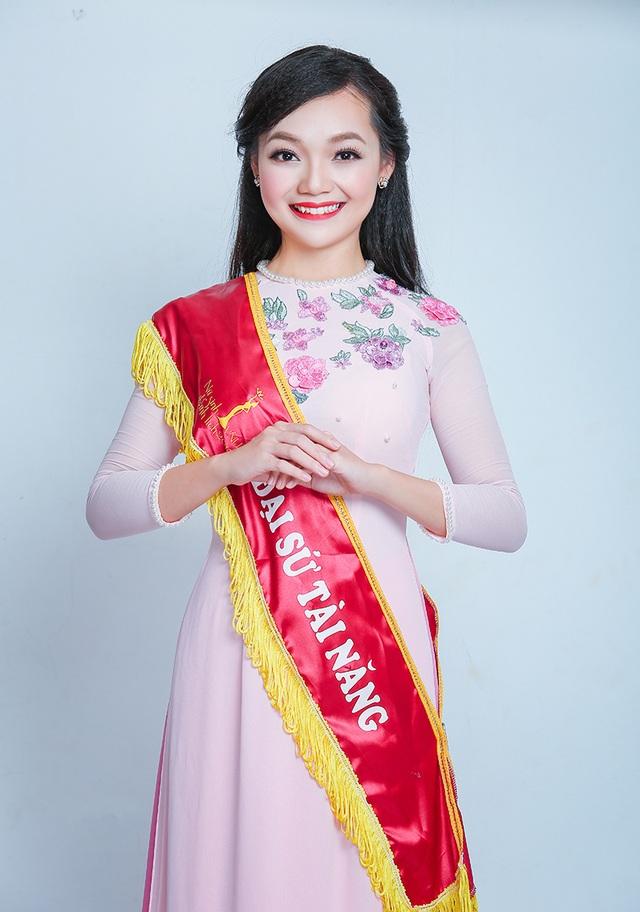 """Duyên dáng với giải thưởng """"Đại sứ tài năng"""", cuộc thi Nữ sinh thanh lịch ĐH Quốc gia Hà Nội 2015"""