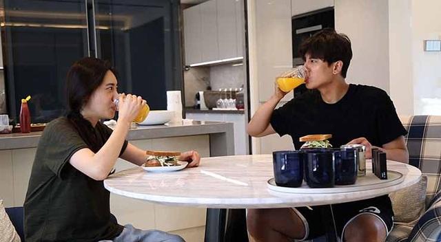 Nữ diễn viên Choo Ja-hyun và chồng.