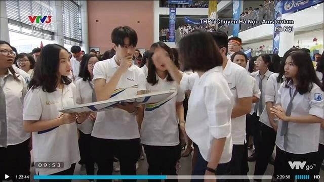 """Khoảnh khắc nam sinh Hà Nội xuất hiện trên sóng truyền hình gây """"bão mạng"""""""