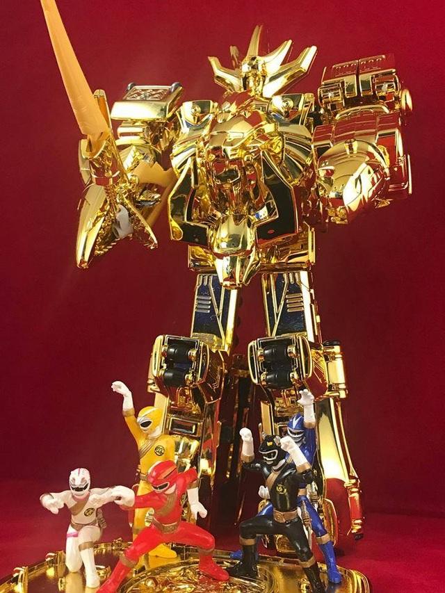 Chú robot mạ vàng của Khoa Trường