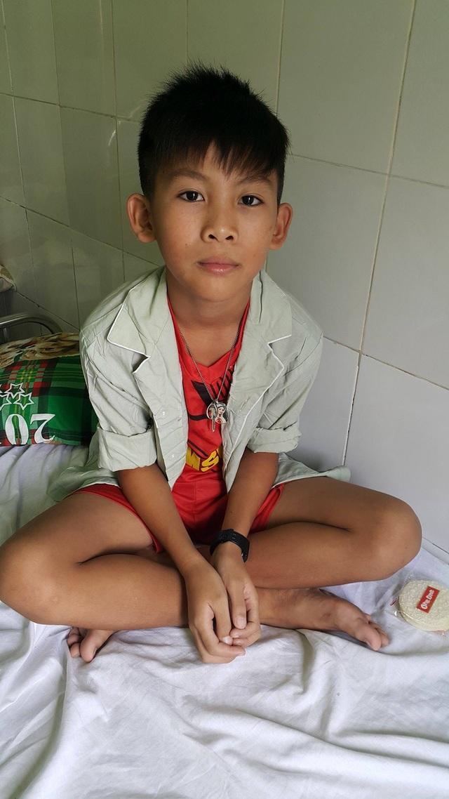 Em Nguyễn Văn Thiện – 11 tuổi nhập viện khi được các bác sĩ phát hiện mắc hội chứng Brugada