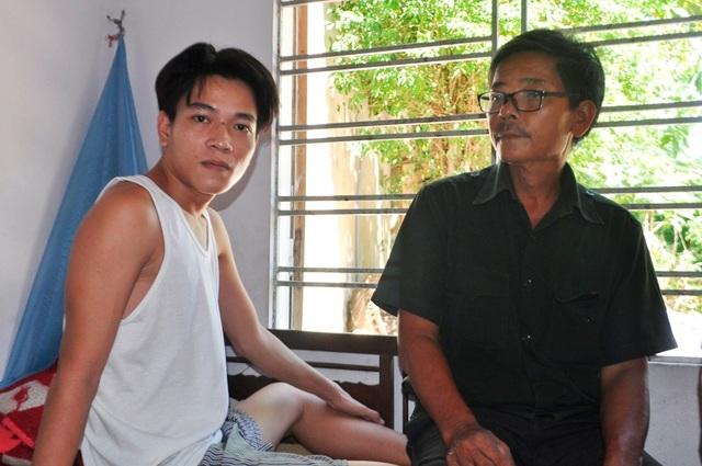 Hai cha con cùng mắc bệnh nặng khiến gia đình dần rơi vào cảnh túng quẫn
