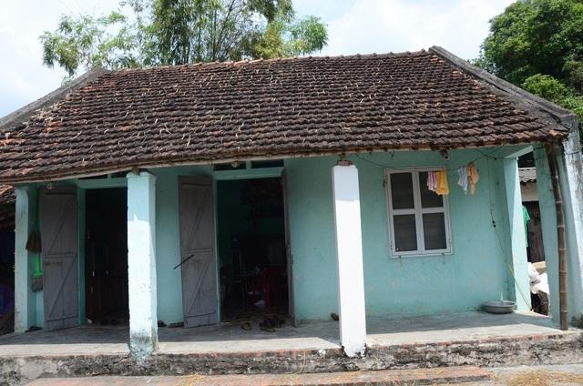 Ngôi nhà đã xuống cấp trầm trọng của gia đình Bà Lê thị Thuận, ở thôn Đọi Tam, xã Đọi Sơn, huyện Duy Tiên, tỉnh Hà Nam