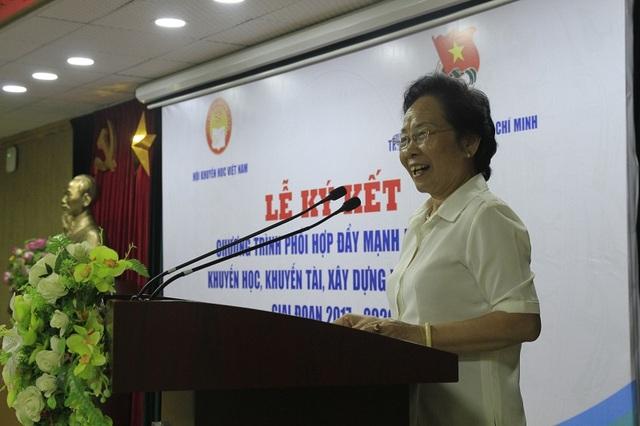 GS.TS Nguyễn Thị Doan, nguyên Uỷ viên Trung ương Đảng, nguyên Phó Chủ tịch nước, Chủ tịch Hội Khuyến học Việt Nam phát biểu tại lễ ký kết