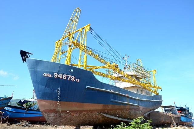 Tàu vỏ thép trị giá khoảng 17 tỷ đồng của ngư dân Liên nằm bờ
