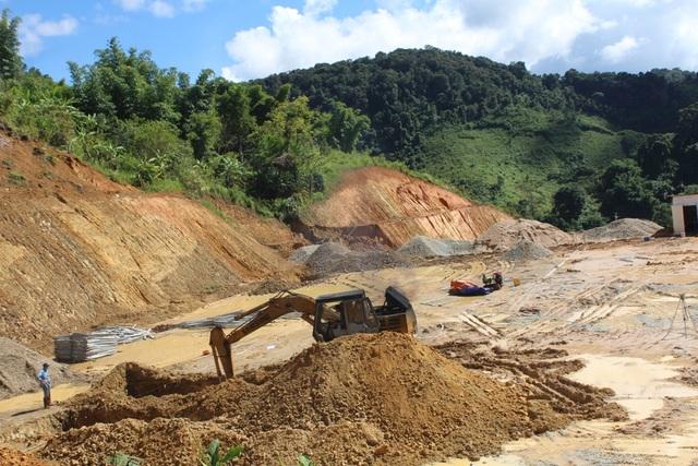 Công trình Trường THPT Võ Chí Công đang thi công nhưng có nguy cơ sạt lở taly dương
