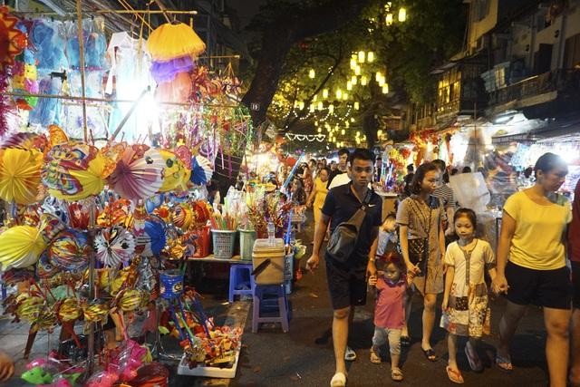 Như thường lệ, các con phố được qui hoạch vào không gian chợ Trung thu như Hàng Mã, Hàng Lược, Hàng Khoai, Hàng Rươi... cấm các phương tiện giao thông từ 18h hàng ngày để tạo không gian đi bộ, vui chơi, mua sắm.