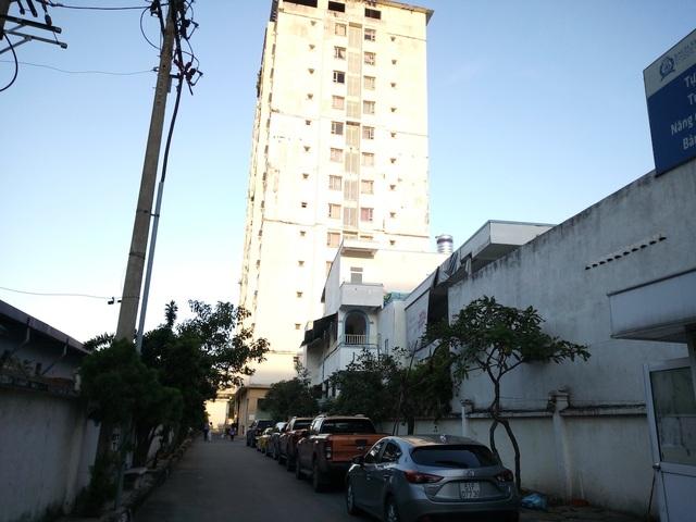Chung cư Hoàng Kim (số 573 Huỳnh Tần Phát, quận 7, TPHCM) do Công ty Công ty TNHH Xây dựng – Tư vấn – Thiết kế K.T.T (Công ty K.T.T) làm chủ đầu tư