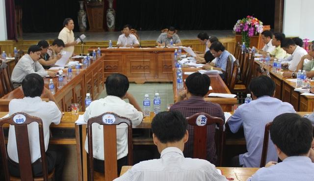 Huyện Tây Giang họp bàn xây dựng mô hình trường bán trú dân nuôi