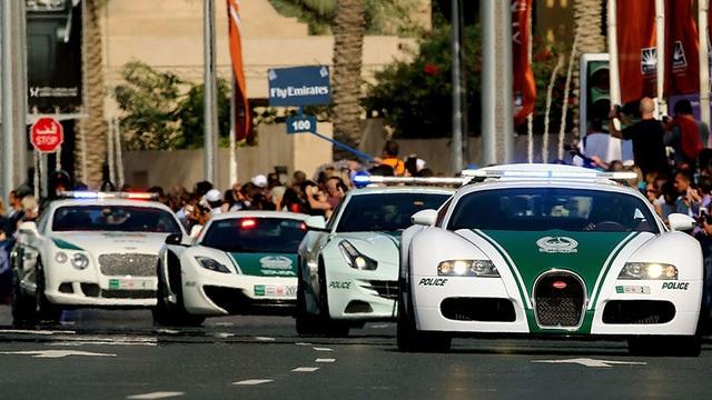 Chán siêu xe, cảnh sát Dubai chuyển sang môtô bay - 3
