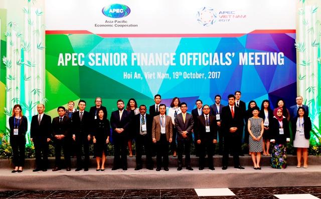 Các đại biểu hội nghị quan chức Tài chính APEC chụp ảnh lưu niệm
